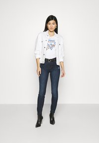 Guess - ICON TEE - Print T-shirt - true white - 1