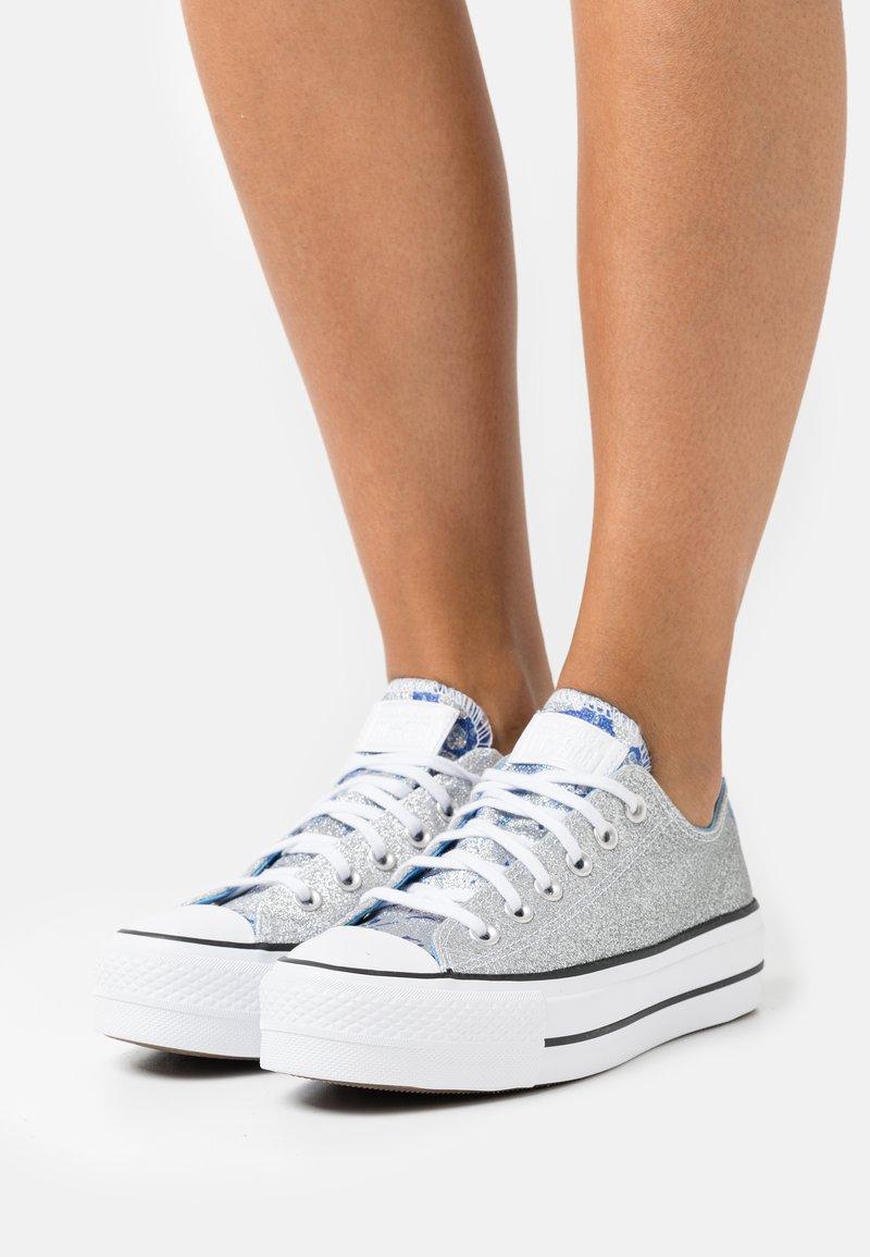 Converse - CHUCK TAYLOR ALL STAR PLATFORM GLITTER - Sneakers basse - silver/university blue/white