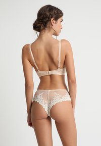 Wacoal - EMBRACE SOFT CUP BRA - Triangel-BH - naturally nude/ivory - 2