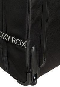 Roxy - ROXY™ IN THE CLOUDS 87L - GROSSER NEOPREN-KOFFER MIT ROLLEN ERJBL - Wheeled suitcase - true black story of sunshine - 4