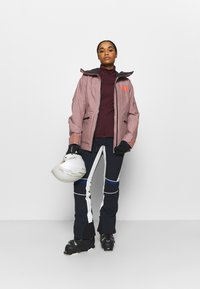 Helly Hansen - POWDERQUEEN 3.0 JACKET - Snowboard jacket - ash rose - 1