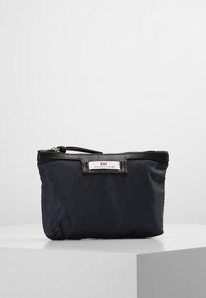 GWENETH MINI - Toalettmappe - navy blazer