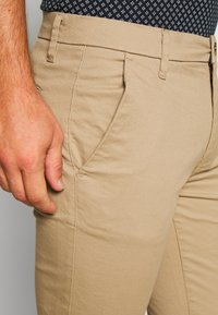 Burton Menswear London - STRETCH - Chino - stone - 4