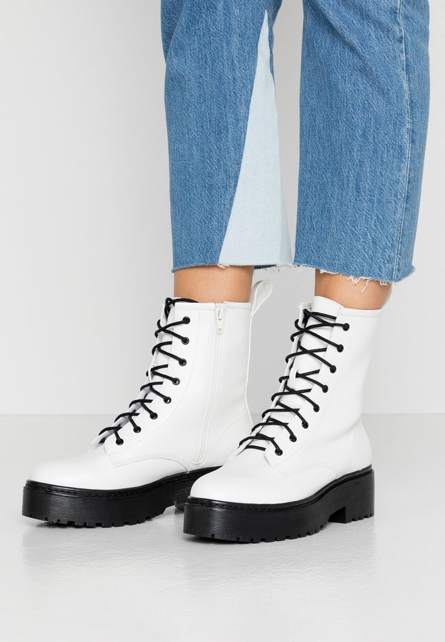 PERFECT LACE BOOT - Platform ankle boots - white/black