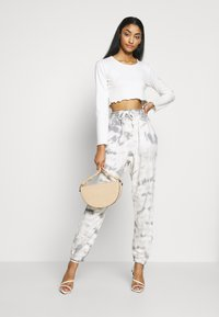 Missguided - TIE DYE  - Tracksuit bottoms - cream - 1