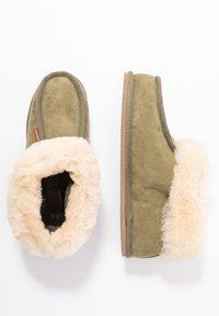 Shepherd - LENA - Slippers - olive/chestnut - 3