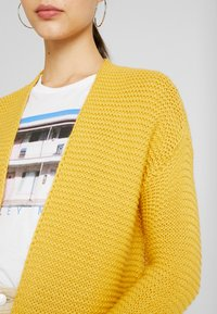 Vero Moda - VMNO NAME NO EDGE  - Kofta - amber gold - 5
