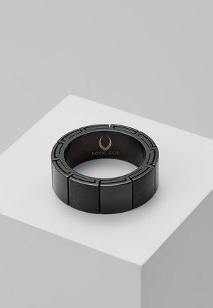 Pierścionek - black