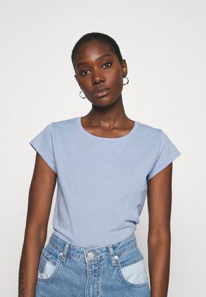 FAVORITE TEASY - Basic T-shirt - forever blue