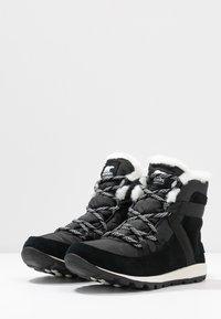 Sorel - WHITNEY FLURRY - Zimní obuv - black - 4