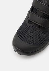 Nike Performance - STAR RUNNER 2 UNISEX - Hardloopschoenen neutraal - black/anthracite/volt - 5