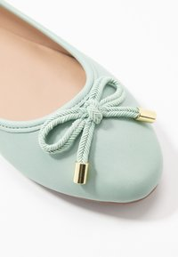 Dorothy Perkins - Ballet pumps - green - 2