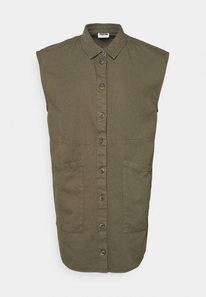 NMALMA CAPSLEEVE DRESS - Košilové šaty - kalamata