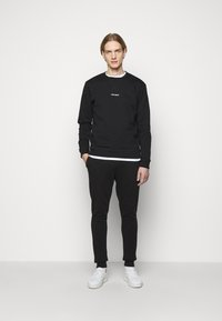 Les Deux - PANTS - Tracksuit bottoms - black/white - 1