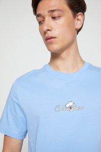Calvin Klein - SUMMER CENTER LOGO - T-Shirt print - blue - 6