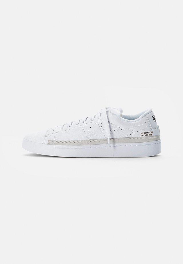 BLAZER LOW - Sneakers basse - white, black