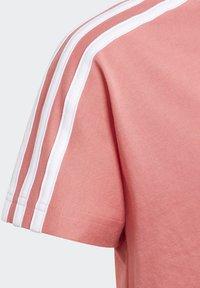 adidas Performance - 3 STRIPES ATHLETICS LOOSE - T-shirt print - pink - 4