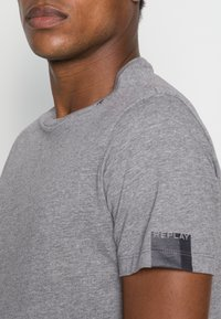 Replay - SHORT SLEEVE - Basic T-shirt - grey melange - 4