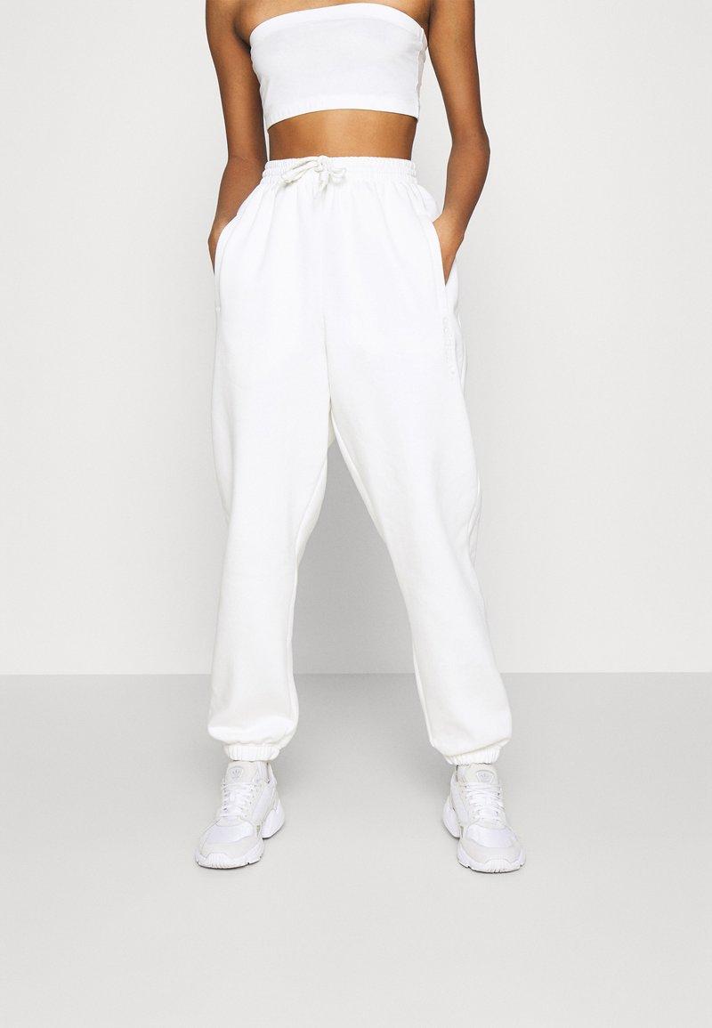 adidas Originals - PANT - Joggebukse - off white