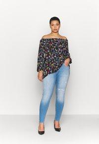 ONLY Carmakoma - CARANNABEL - Jeans Skinny Fit - medium blue denim - 1
