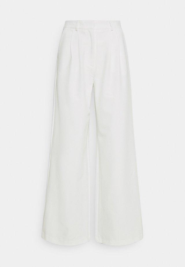 YASBILLA WIDE PANTS CELEB - Trousers - star white