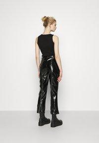 NA-KD - CONTRAST SEAM PANTS - Trousers - black - 2