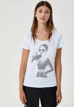 WITH APPLIQUÉS - T-shirt print - white