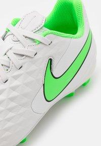 Nike Performance - JR TIEMPO LEGEND 8 ACADEMY MG UNISEX - Kopačky lisovky - platinum tint/rage green - 5