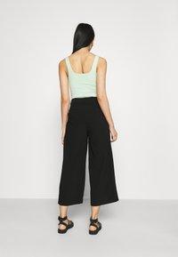 Even&Odd - Wide cropped leg pants - Bukse - black - 2