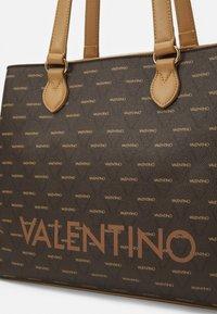 Valentino Bags - LIUTO - Torba na zakupy - cuoio/multicolor - 4