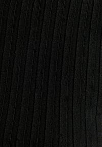 Bershka - CROPPED MIT PATENTMUSTER UND ROLLKRAGEN - Svetr - black - 5