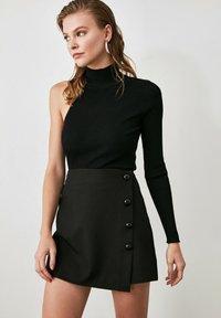 Trendyol - Shorts - black - 0