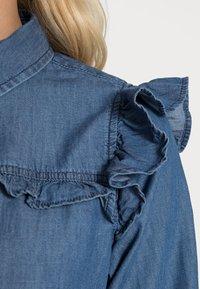 Springfield - CAMISA VOLANTES - Overhemdblouse - medium blue - 4