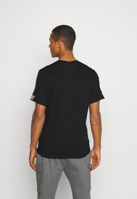 Nike Sportswear - REPEAT TEE  - T-shirt med print - black - 2
