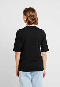 Lacoste - ROUND NECK CLASSIC TEE - Basic T-shirt - black - 2