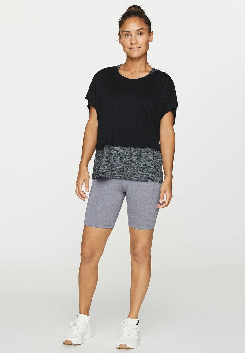 OYSHO - T-shirt z nadrukiem - black