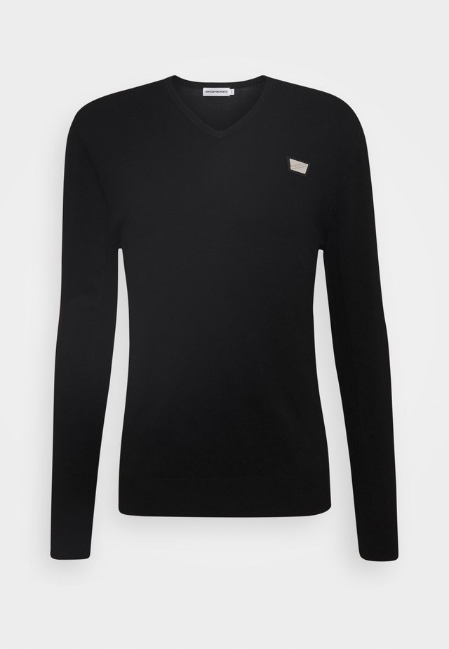 VNECK COLLAR WITH PLAQUETTE ON CHEST - Pullover - black
