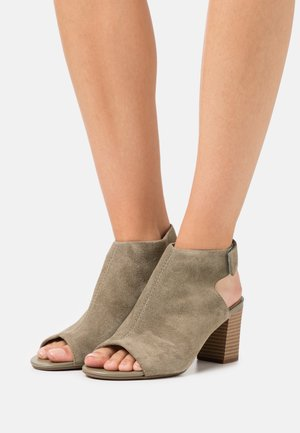 DEVA BELL - Ankle cuff sandals - olive