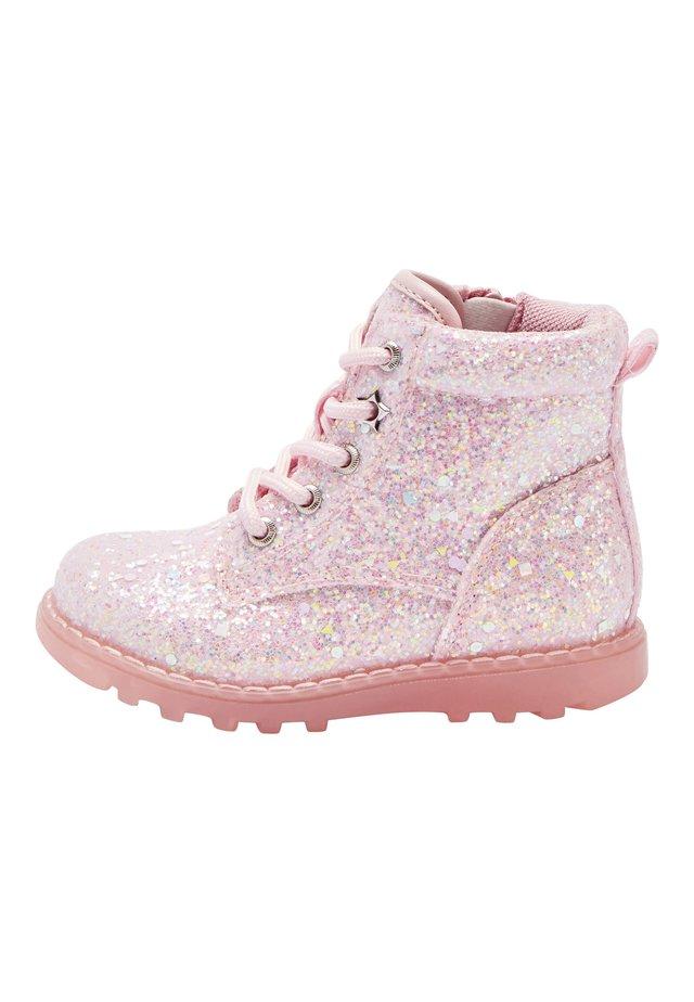 PINK GLITTER LIGHT UP BOOTS (YOUNGER) - Šněrovací kotníkové boty - pink