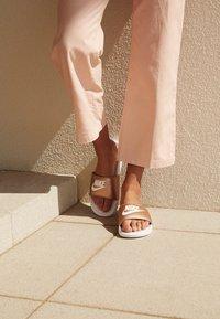 Nike Sportswear - BENASSI JUST DO IT - Pool slides - white/metallic red bronze - 4