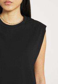 Stylein - JOUE - Jednoduché triko - black - 5