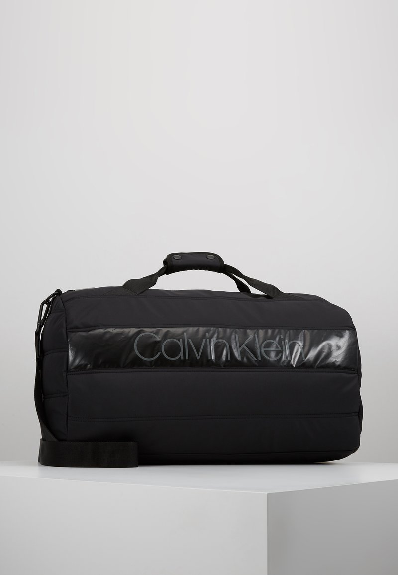 Calvin Klein - PUFFER GYM DUFFLE - Sac de voyage - black