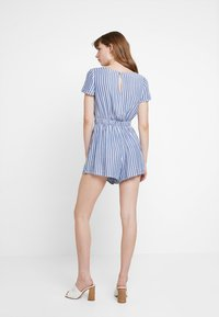 Hollister Co. - SHORT SLEEVE TIE FRONT ROMPER - Jumpsuit - blue/white - 2