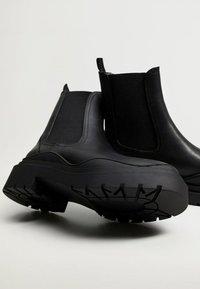 Mango - NACHO - Platform ankle boots - schwarz - 2