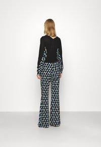Diane von Furstenberg - BROOKLYN PANTS - Trousers - black - 2