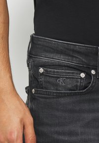 Calvin Klein Jeans - SLIM TAPER - Slim fit jeans - washed black - 5
