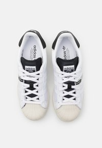 adidas Originals - SUPERSTAR UNISEX - Sneakers laag - footwear white/core black - 5