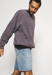 Levi's® - 469 LOOSE  - Denim shorts - blue denim - 3