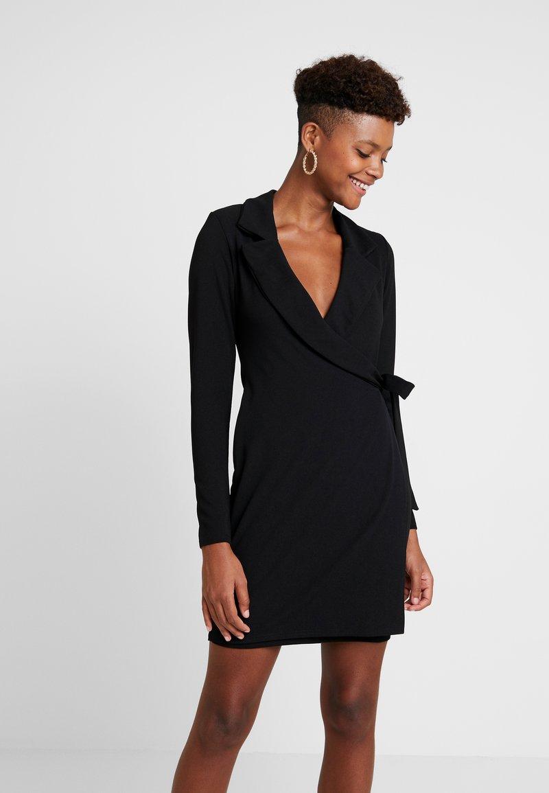 Missguided - BLAZER TIE SIDE DRESS CREPE - Žerzejové šaty - black