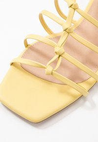 NA-KD - CROSSED STRAPS FLATS - Sandály - light yellow - 2
